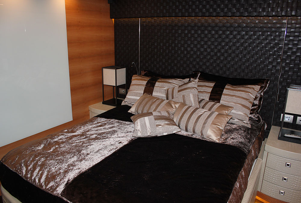 LEATHER,BEDHEAD,PELLE,BEDSPREAD,VELOUR,COPRILETTO,YACHT,COUVRELIT