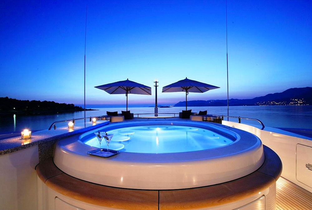 Andreas-L-Motor-Yacht-(ex-Amnesia)----The-Spa-Pool-Pool-By-Night-With-Lighting