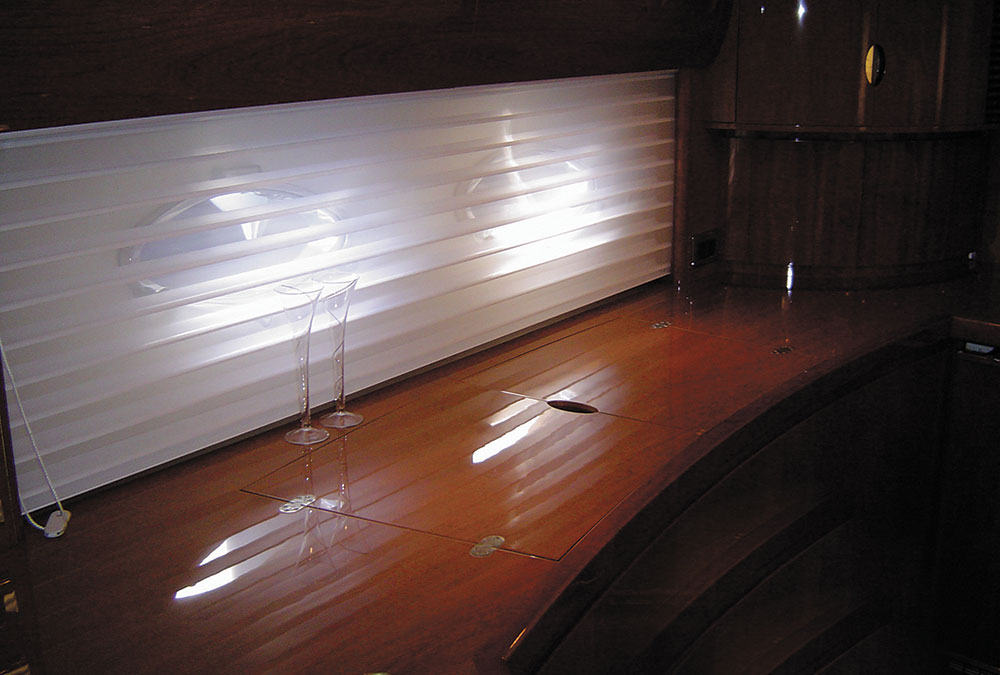 Skyview-blind-from-Oceanair-–-Superyacht-Roller-blinds-with-a-Venetian-twist.
